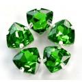 Камни в цапах стекло Треугольник 12 мм зеленые (Green)