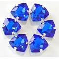 Камни в цапах стекло Треугольник 12 мм ярко синие (Royal Blue)