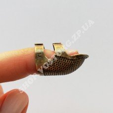 Наперсток с отверстием для ногтя, размер M